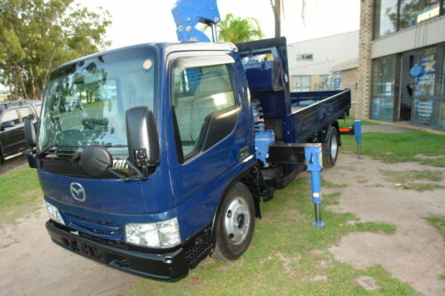2002 WH MAZDA TITAN TRUCK WITH 2.3 TON TADANO 4 STAGE RUNNING ROPE CRANE WITH A