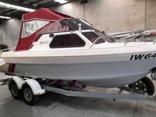 18ft FIBREGLASS HULL KINGFISHER WITH 110 HP OUTBOARD EXCELLENT CONDITION