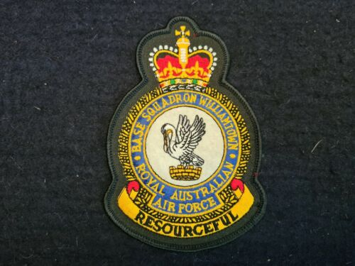 POST WW2 RAAF WILLIAMTOWN SQUADRON  EMBROIDERED BADGE
