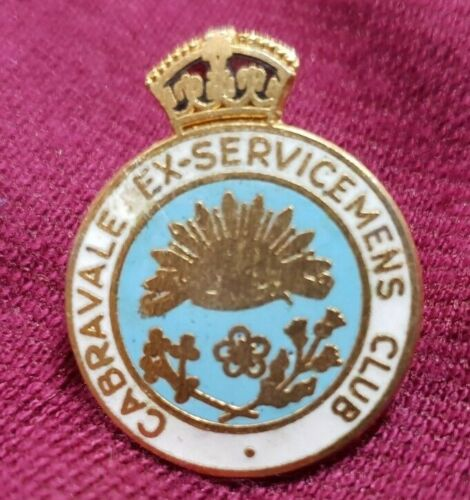 POST WW2 CABRAVALE EX SERVICEMENS CLUB BADGE WITH RISING SUN AND CROWN