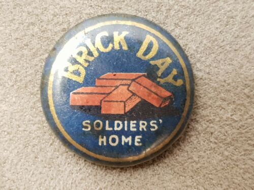 WW2 BRICK A DAY SOLDIERS HOME BUTTON BADGE