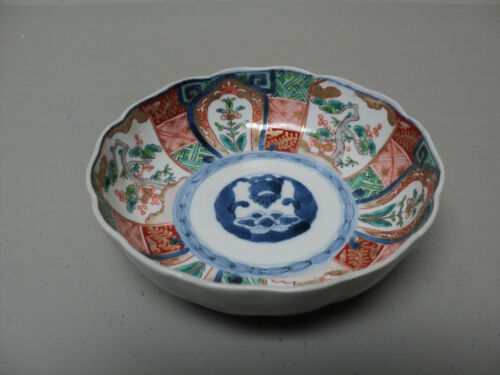 NICE 19th C. ANTIQUE JAPANESE IMARI DECORATED BOWL, MEIJI PERIOD (1868-1913)