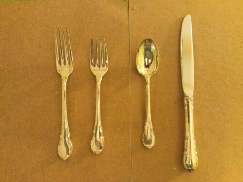 LUNT MODERN VICTORIAN Four (4) Piece Place Setting -- NO monograms!