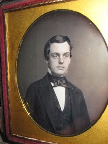 ANTIQUE AMERICAN DAGUERREOTYPE HANDSOME CUTE YOUNG MAN GENT MUSEUM QUALITY PHOTO
