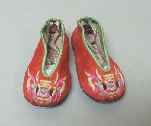 19th C. ANTIQUE CHINESE SILK EMBROIDERED CHILD'S SHOES / SLIPPERS
