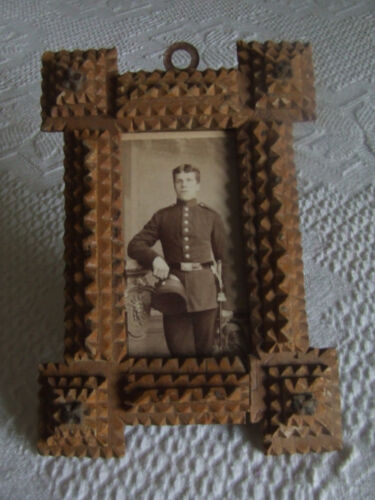ANTIQUE  TRAMP ART FRAME GERMANY 1900 - VERY OLD SOLDIER PICTURE