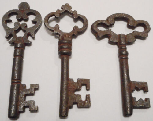 Antique Vintage Skeleton Keys REPRODUCTION SteamPunk Jewelry Keys {Lot of 3} ><>