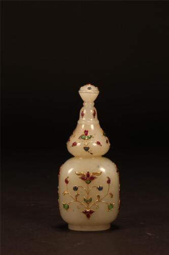 A MUGHAL STYLE WHITE JADE BOTTLE AND COVER Lot 358