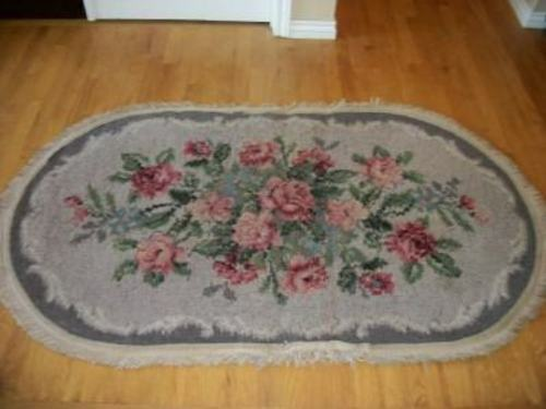 ANTIQUE WOOL RUG FRENCH SCROLL FLORAL ROSES OVAL BARKCLOTH ERA 1920's OVER 5x3
