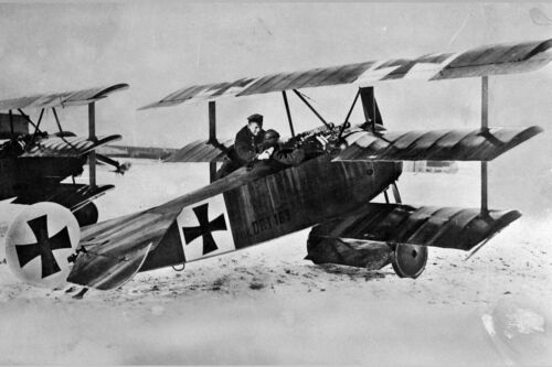 New 5x7 Photo: Red Baron Manfred von Richthofen with his Fokker Dr.I TriplaneGermany - 156409