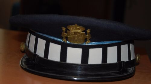 Spain. Police Hat and Patch, Police Collectors Item. Authentic!!Uniformes, cascos y gorras - 588