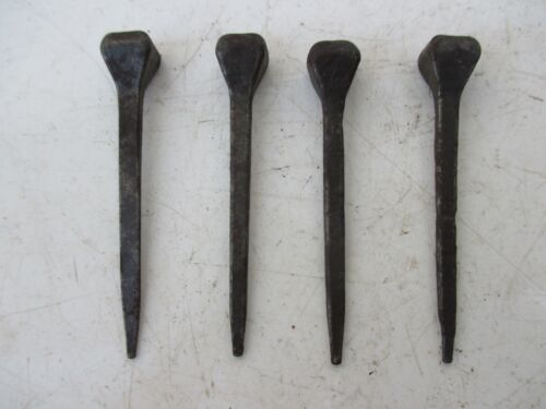 ANTIQUE OR VINTAGE LOT 4 NAILS LARGE HEAD 5,5 cm IN IRON BLACKSMITH MADE