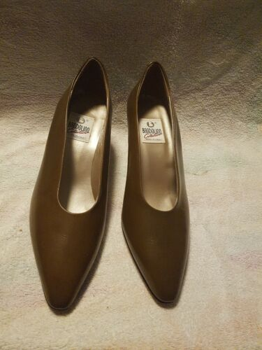 BANDOLINO COLLECTION BROWN LADYS SHOES 9 IN NEW NEVER WORN CONDITION