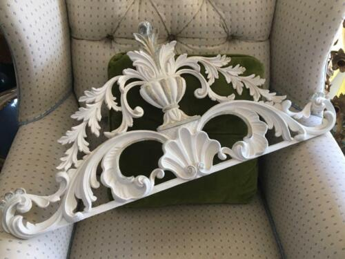SHABBY VTG CHIC ITALIAN WHT & GOLD FAUX WOOD WALL APPLIQUÉ PLAQUE MOUNT PEDIMENT