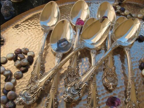 ONE LARGE OVAL SERVING SPOON WALLACE SIR CHRISTOPHER STERLING SILVER FLATWARE NM