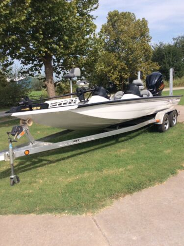 2013 X21 XPRESS BASS BOAT DUAL CONSOLE W/ YAMAHA 250 4 STROKE SHO  <br/> Like New! Everything On Boat Has Been Restored To New!