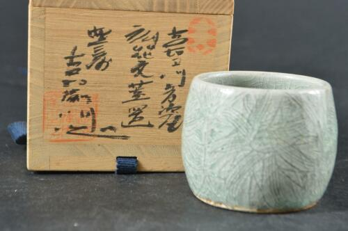 #3166: Japanese Tagawa-ware Celadon Flower LID REST/Stand, auto w/signed box