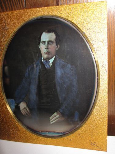 ANTIQUE AMERICAN OLD BLUE EYES MAN JACKET TINTED FINE ARTIST DAGUERREOTYPE PHOTO