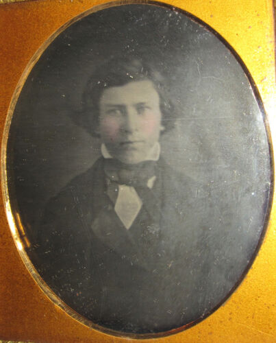 ANTIQUE DAGUERREOTYPE HANDSOME YOUNG MAN ARTISTIC NEAR FINE SOFT EXPOSURE PHOTO