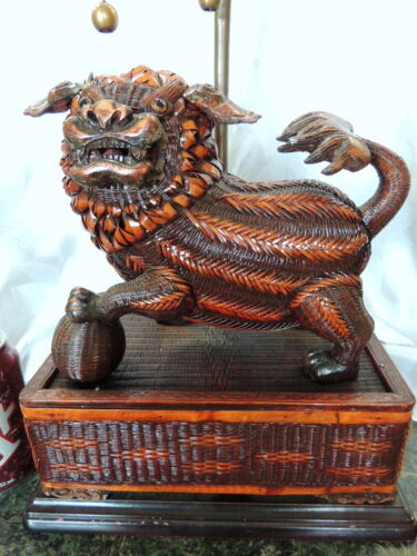 RARE UNIQ  LG Vintage LACQUER Wicker DETAILED FOO DOG Lamp/Box Bevel Wood Base!