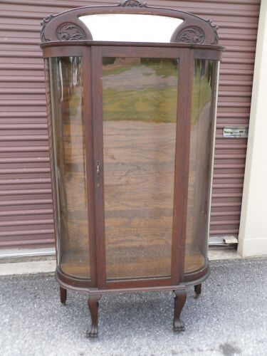 ANTIQUE OAK CURVED GLASS CHINA CABINET / CARVED MIRRORED TOP