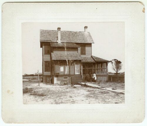 VINTAGE RARE FAMILY AGRICULTURE: Two Woman Outside a Farm Home Cabinet Card