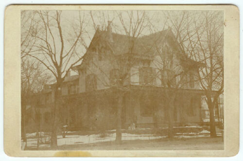 RARE VINTAGE VICTORIAN HOMESTEAD WITH LARGE FAMILY: Home Exterior Cabinet Card