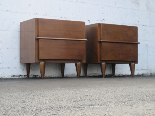Mid Century Pair of Nightstands End Side Tables by American of Martinsville 8824