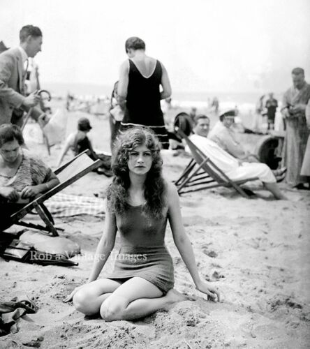 Flapper Women Girls Swimsuits Photo early 1925 Flappers Jazz Prohibition
