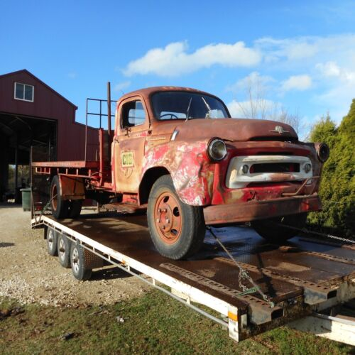 VINTAGE AS 180 INTERNATIONAL TRUCK <br/> Good cab and tray