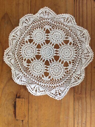 """VINTAGE 10 1/2"""" = 265mm OFF WHITE  ROUND LACE DOILIE"""