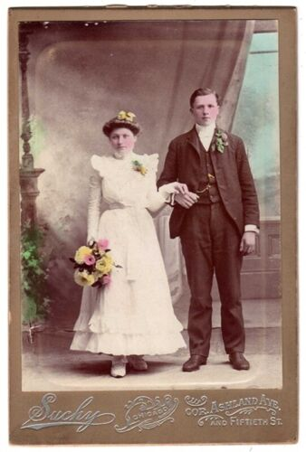 CABINET PHOTO WEDDING COUPLE COLOR SUCHY CHICAGO ILLINOIS