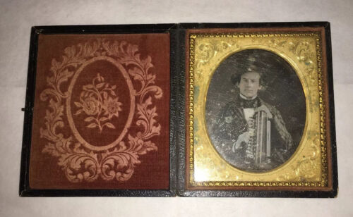 ANTIQUE DAGUERREOTYPE PHOTOGRAPH OF A YOUNG MAN MUSICIAN HAND ORGAN ACCORDION