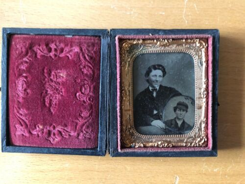 VINTAGE RARE SUPERIOR IMAGE: Ninth Plate Tintype Man With Vignette Tin Within!