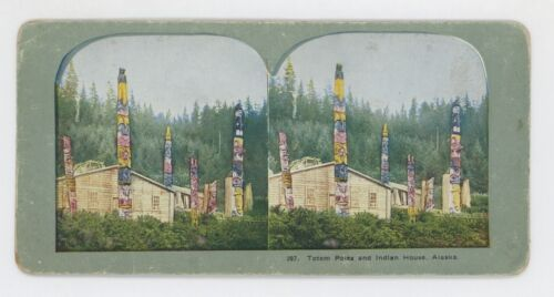 1910 TOTEM POLES AND INDIAN HOUSE KASA-AN, ALASKA FULL COLOR LITHO STEREOVIEW