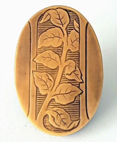 """Large Oval Celluloid Button…Ivy Leaves…1&5/16"""""""