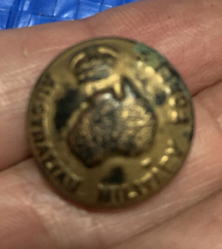 Vintage WW1 small Australian Military Forces button