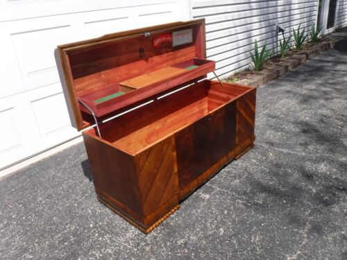 "Mid Century ""LANE"" Cedar Hope Chest LOCK HAS BEEN REMOVED ""FREE"" Greyhound Ship"