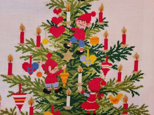 """VINTAGE CHRISTMAS ART TREE HAND EMBROIDERY COTTON WALL TAPESTRY SIZE:17""""X22'"""