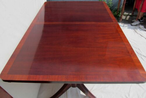 FEDERAL ANTIQUE STYLE MAHOGANY CROSS BANDED INLAY DINING TABLE WITH SINGLE LEAF