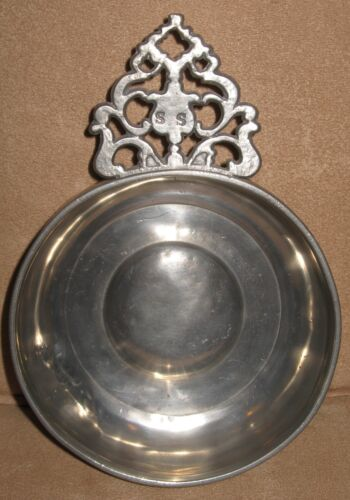18th or 19th C. American Pewter Porringer w/ Flower or Providence Handle  5-1/4""