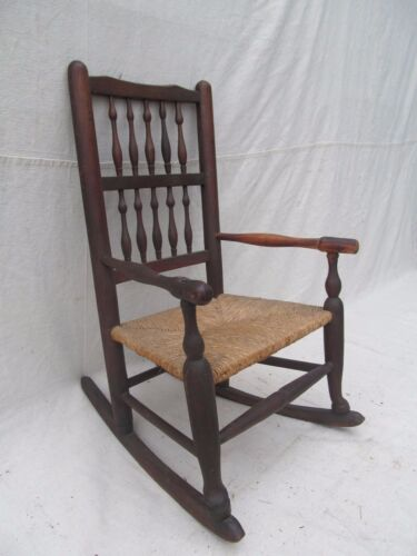 18TH CENTURY WILLIAM & MARY WALNUT & OAK CHILD'S CHAIR WITH RUSH SEAT