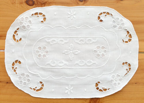"""Vintage 8"""" x 12"""" Oval Hand Embroidered Linen Doily Table Shabby Chic Home Decor"""