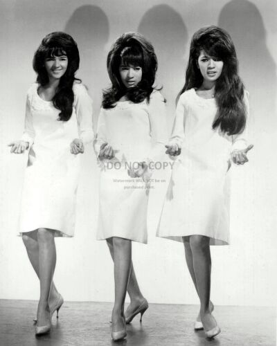 THE RONETTES IN 1966 - 8X10 PUBLICITY PHOTO (BB-856)