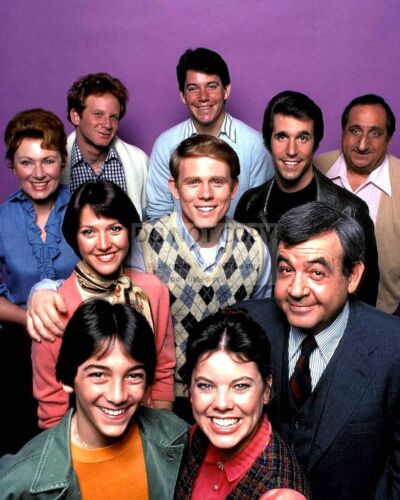 """""""HAPPY DAYS"""" THE CAST FROM THE ABC TV SITCOM - 8X10 PUBLICITY PHOTO (OP-084)"""
