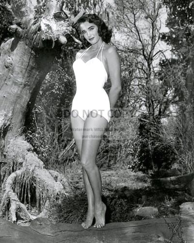 """JULIE ADAMS IN """"CREATURE FROM THE BLACK LAGOON"""" - 8X10 PUBLICITY PHOTO (CC-174)"""