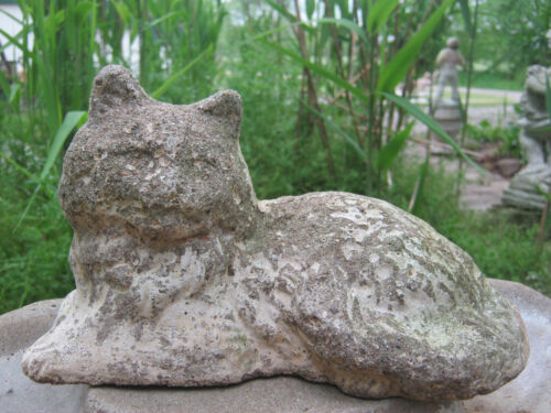 EXQUISITE WEATHERED OLD CREAM CAT VINTAGE CEMENT/CONCRETE GARDEN STATUE