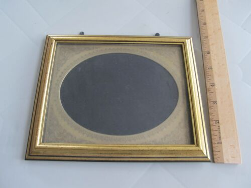 VINTAGE ORNATE  GOLD TONE OVAL PICTURE FRAME 5 x 7