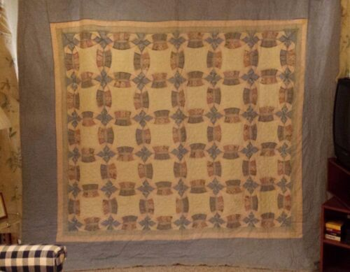 """Double Wedding Ring Antique Quilt KING 85""""x 95"""" ~BEAUTIFUL VINTAGE FABRICS!"""