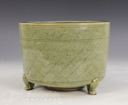 ANTIQUE CHINESE CELADON GLAZED FOOTED CENSER - MING DYNASTY